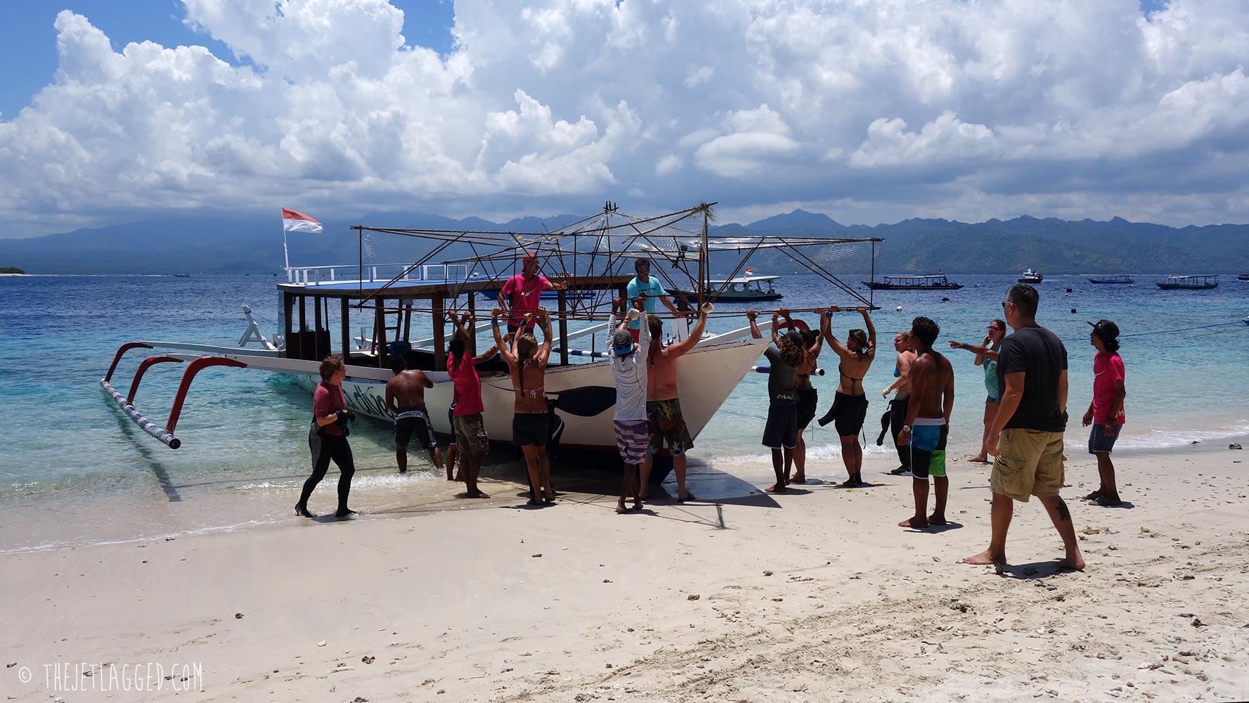 Loading the Bintang Biorock onto the Manta Dive Boat